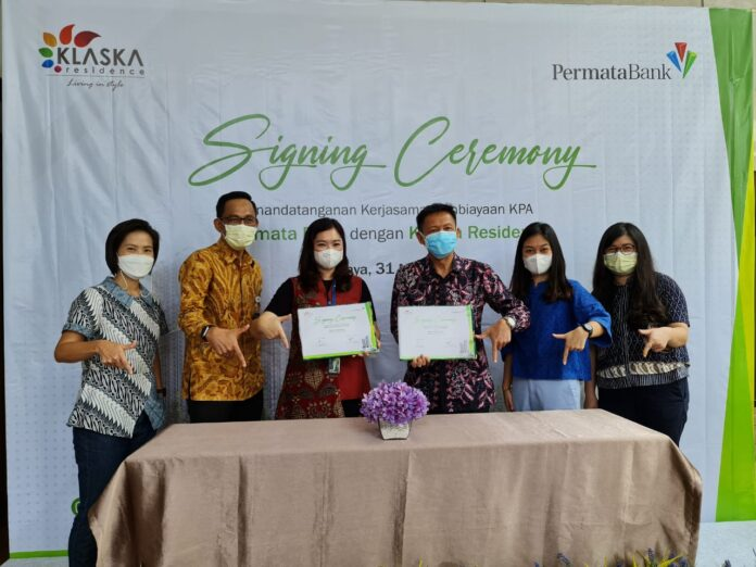 Penandatanganan kerja sama antara Sinar Mas Land dan PermataBank untuk penjualan apartemen Klaska Residence di Surabaya