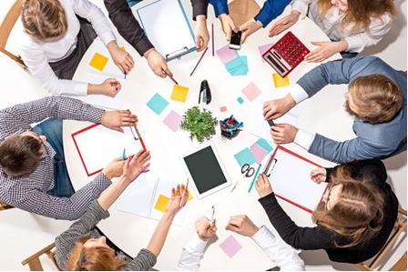 Ilustrasi kolaborasi karyawan