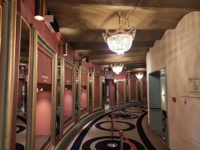 Luminer desinfeksi Philips UV-C upper air pemasangan di dinding untuk Teater Carré di Amsterdam, teater di belanda