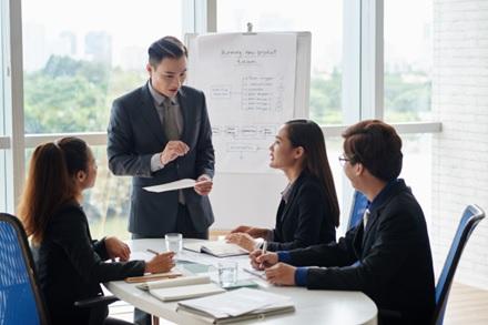 Merancang Strategi Bisnis Menggunakan
