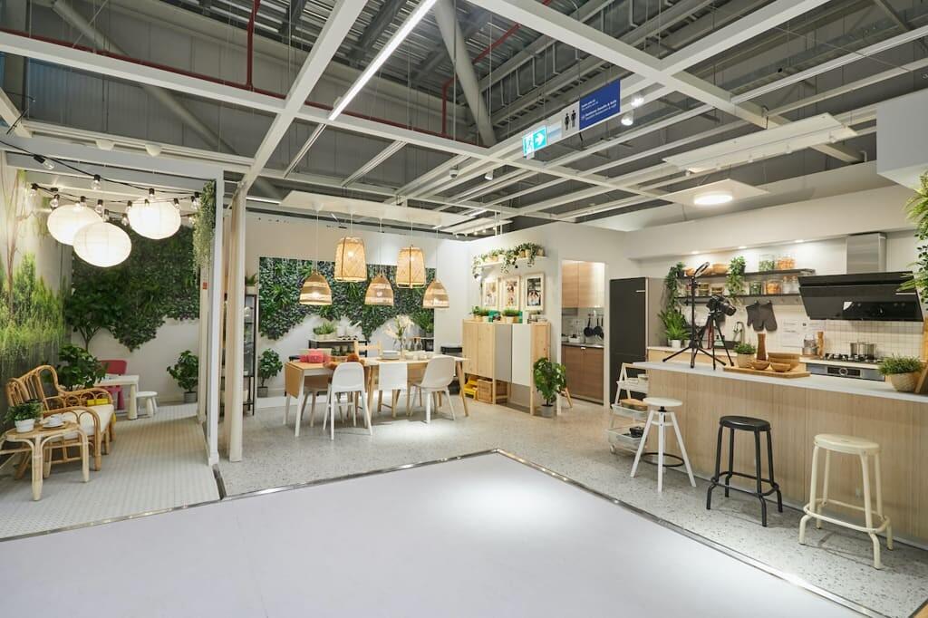 IKEA menyediakan solusi furniture rumah tangga